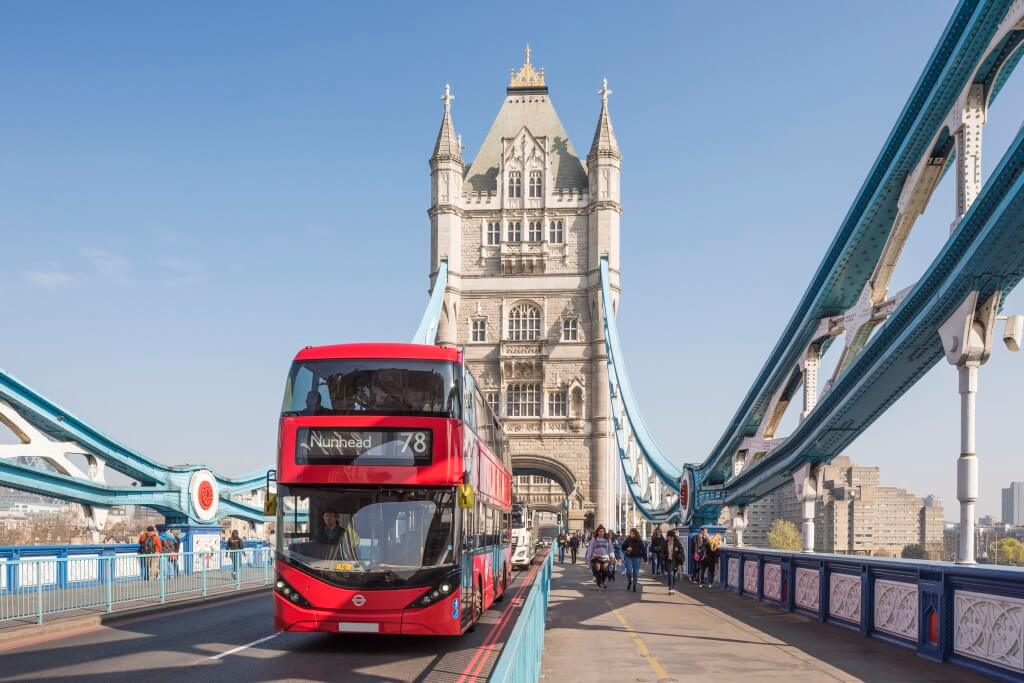 Doppeldeckerbus auf der Tower Bridge | © visitlondon.com/Ben Pipe