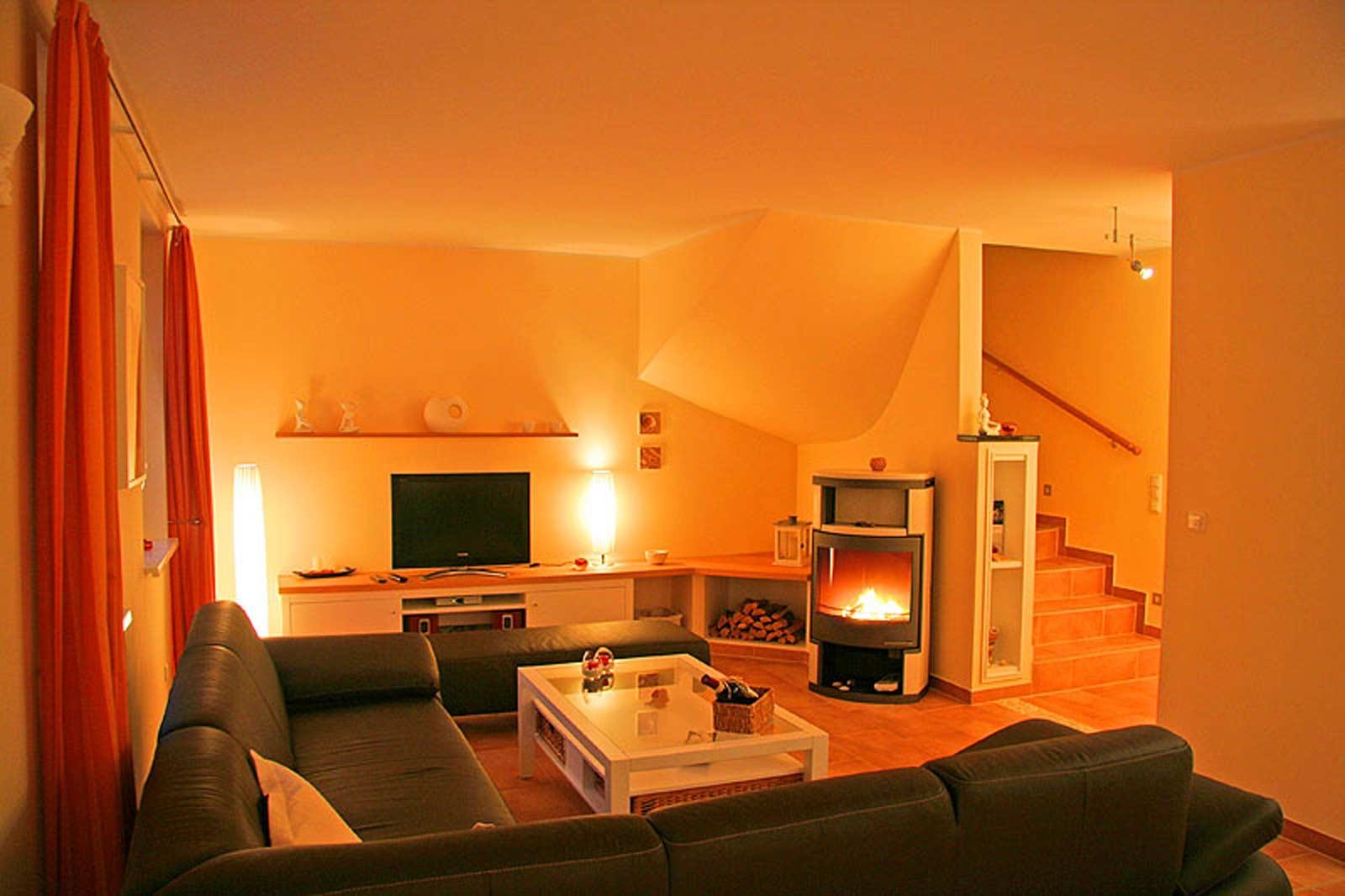 Wohnzimmer mit Kamin im Ferienhaus Sundevit 3