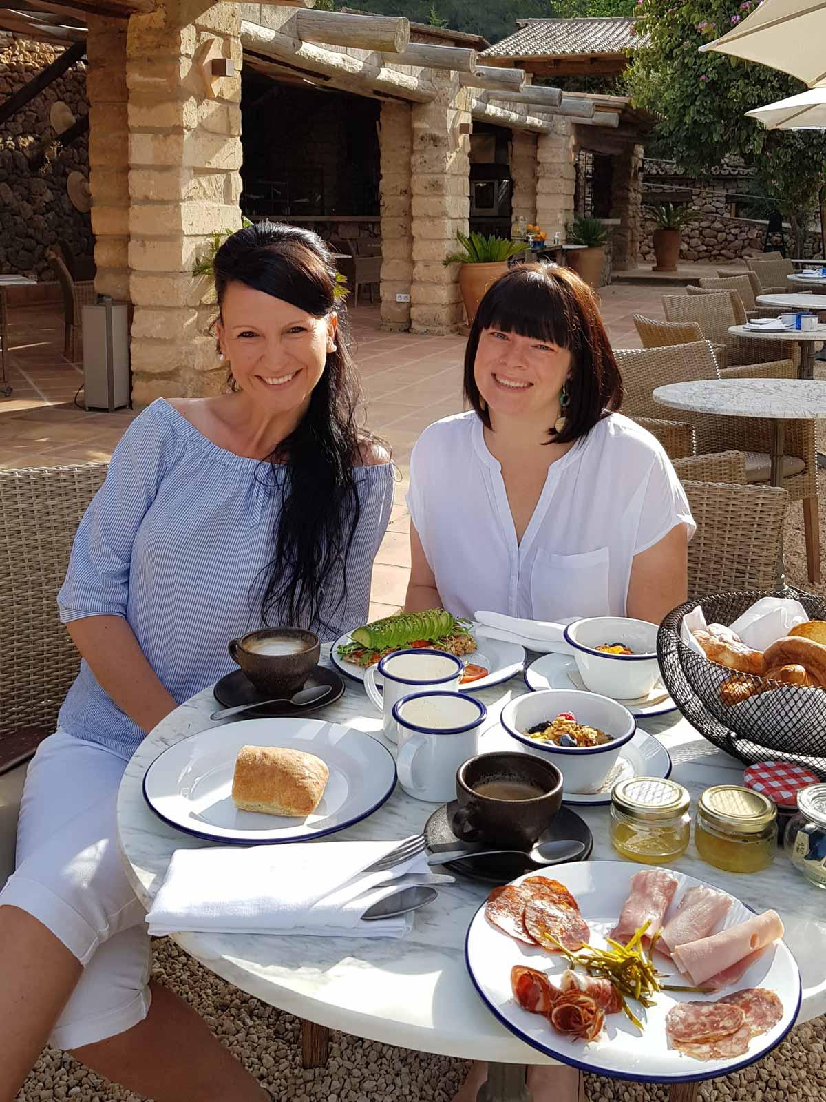 Frühstück im LJ´s Ratxo Eco Luxury Retreat & Spa